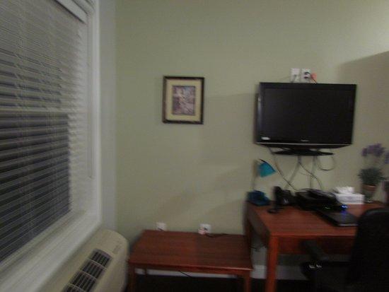 Crescent Suites Hotel: Living room