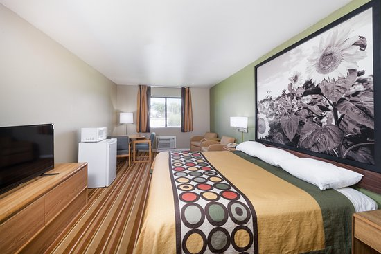 Independence, KS: King Suite