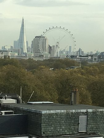Four Seasons Hotel London at Park Lane: Room with a view on the 9th floor