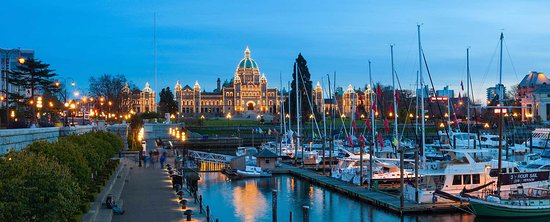 Chateau Victoria Hotel and Suites: Two blocks from the Inner Harbour