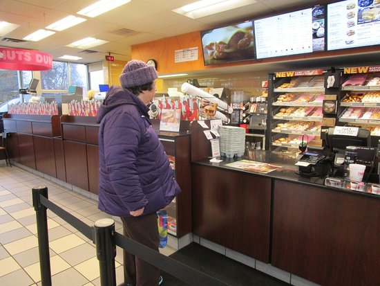 Seekonk, แมสซาชูเซตส์: That is me inside Dunkin Donuts.
