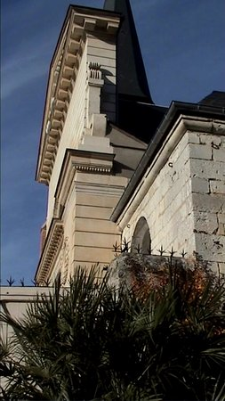 Acquigny, Frankrike: Vue sur église