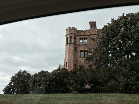 Lenox, MA: Mansion on approach