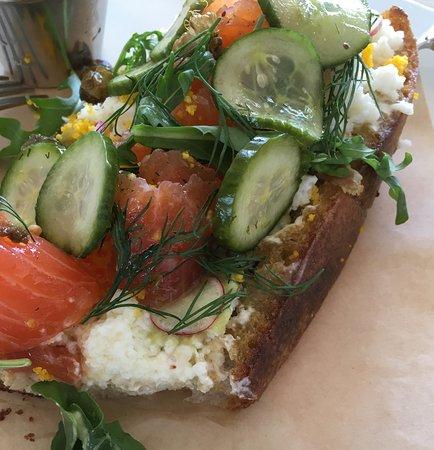 Gjelina: sandwich of salmon