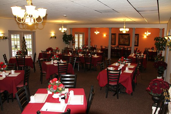 Flushing, MI: Part of the main dining room, great for parties etc. Beautifully decorated for Holidays!