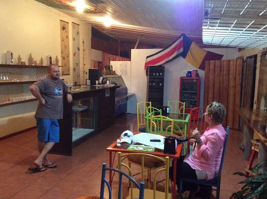 Tilaran, Costa Rica: My wife talking with Dan (the owner) about doTerra essential oils.