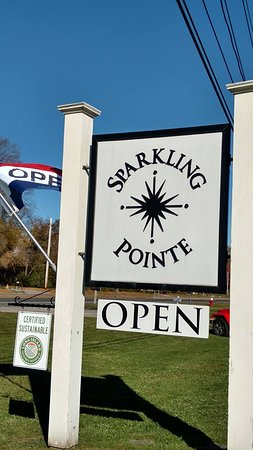 Mattituck, NY: Sparkling Pointe Winery if you like Champagne definitely a must on your tour