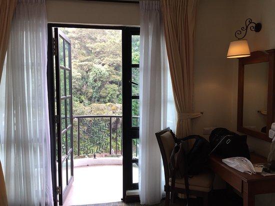Hotel De' La Ferns: photo7.jpg