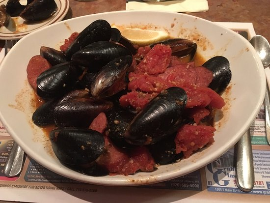 Oblio's Lounge: Steamed Cajun mussels.  Awesome!