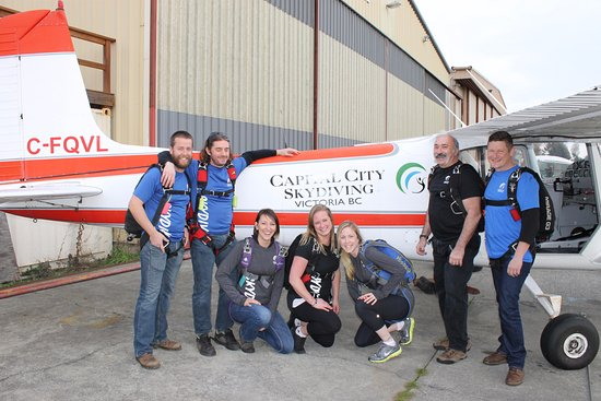 North Saanich, Kanada: Some of the staff at Capital City Skydiving