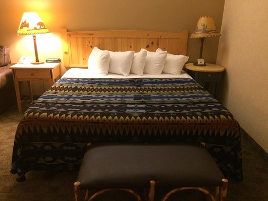Heathman Lodge: King bed...
