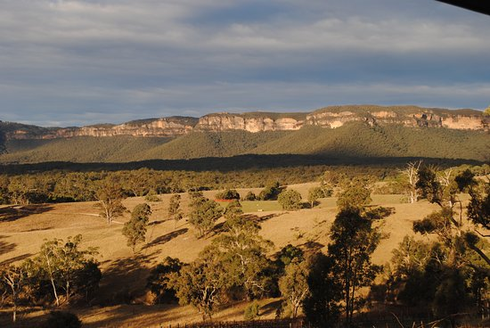 Megalong Valley, Australia: The Sydney Basin without water says Delia Faulkoner..local novel.