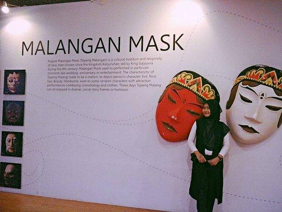 standup beside Malangan Mask Picture of Surabaya North Quay