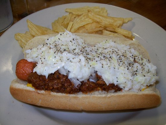 Butler, TN: Chili Dog w Slaw and chips