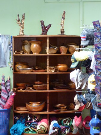Artisans Cooperative Santa Elena and Monteverde : CASEM is the place to purchase your original 100% Costa Rican Christmas gifts