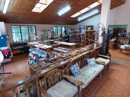 Santa Elena, Costa Rica: CASEM is the place to purchase your original 100% Costa Rican Christmas gifts