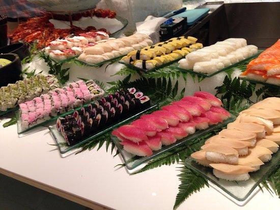 Lemon Garden at Shangri-La Hotel, Kuala Lumpur : Lots of sushi