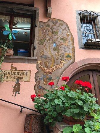 Mittelbergheim, France : Authentique restaurant Alsacien, ne manquez pas cette adresse chaleureuse. La choucroute et son