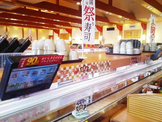 Kakamigahara, Japan: 明るい店内