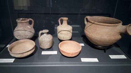 Clayton Museum of Ancient History: Clay pots