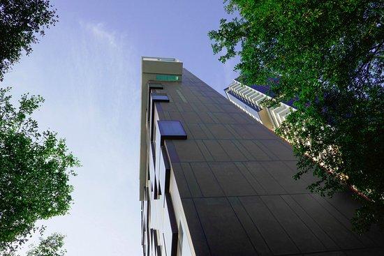 The Quincy Hotel by Far East Hospitality: La piscine vue du RdC