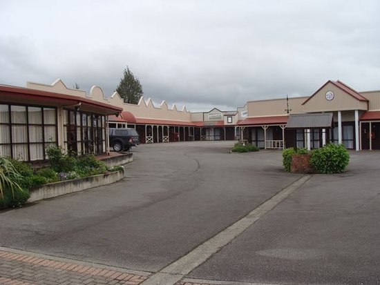 Village Inn Hotel Photo