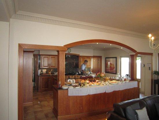 De Tafelberg Guesthouse: Uitgebreid ontbijt waarbij Kris de kok van dienst was