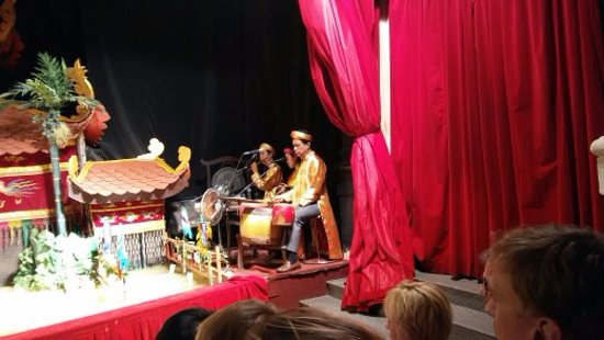 Golden Dragon Water Puppet Theater: The musicians and singers.