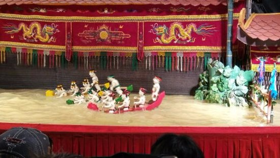Golden Dragon Water Puppet Theater: Puppets even in boats.