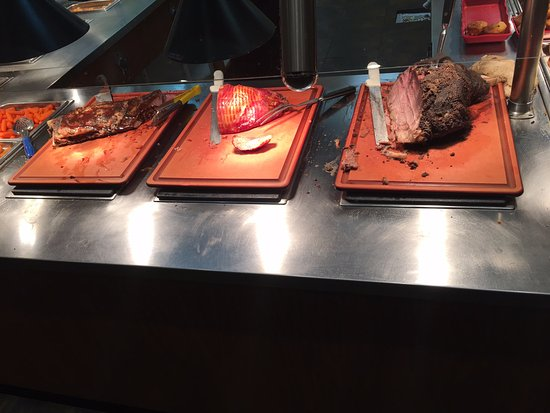 Pell City, AL: Ribs, Ham, Prime Rib! Wonderful row of meat!!
