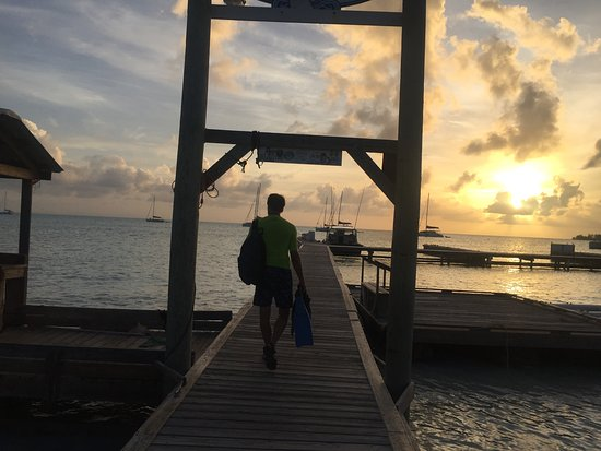 Road Town, Tortola: Beautiful sun set at Anegada Reef Hotel