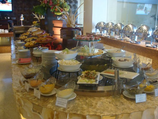 The Royal Mandaya Hotel: the breakfast buffet spread