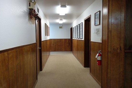 Yosemite Lakes RV Resort: main hallway