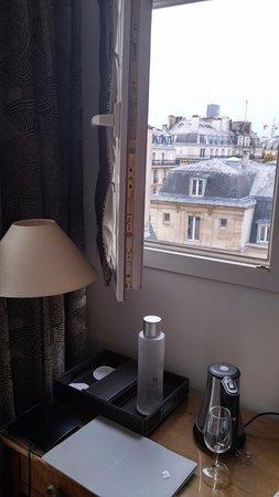 Hotel d'Orsay - Esprit de France: Vista dal sesto piano