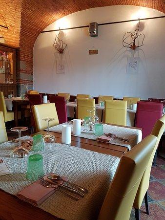 Sala da pranzo, piccola ma elegante - Foto di La Dispensa osteria ...