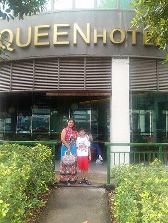 Aqueen Hotel Lavender: In front of Hotel