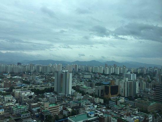 Novotel Ambassador Daegu: 最上階のスパと眺望