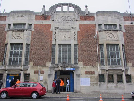Vorst, Bélgica: Art Deco palace of football in Brussels