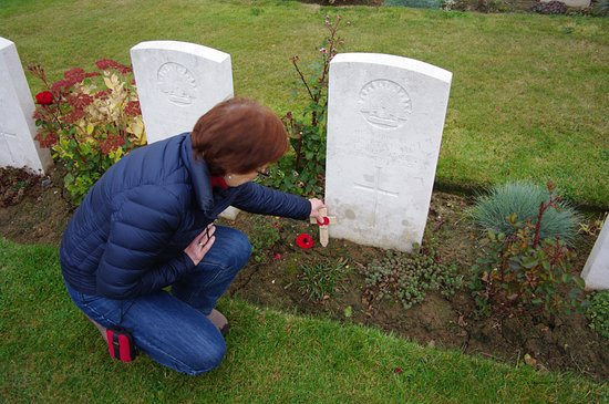 Cobbers Battlefield Tours : Great great uncle's grave.