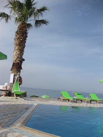Zervas Beach Hotel