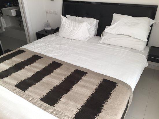 Gambar Island Suites Hotel