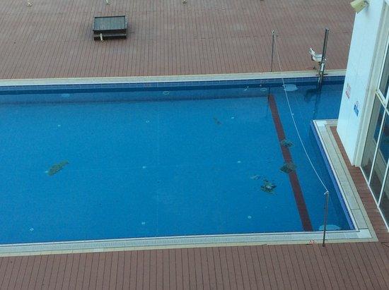 آيلند لوكشوريوس سويتس هوتل: The pool was closed to residents.