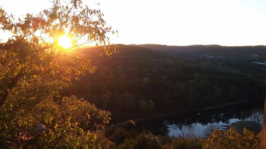 Arkansas White River Cabins: Sunset Cliffside
