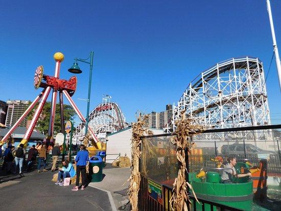 Luna park picture of luna park at coney island brooklyn for Puerta 7 luna park
