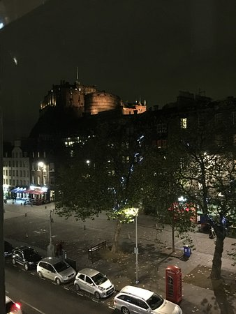 Apex City of Edinburgh Hotel: Front of Hotel Room view