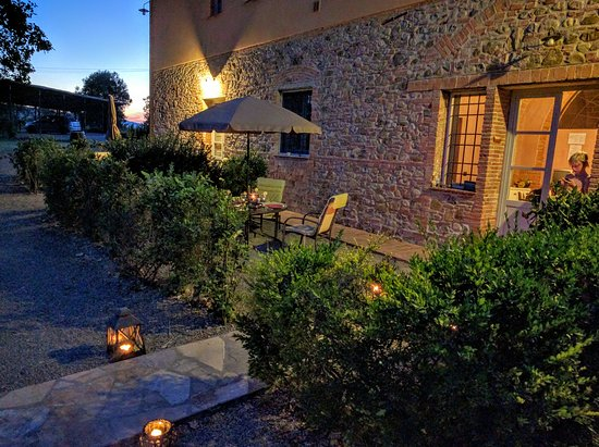 Terricciola, Italien: The separate house in the evening