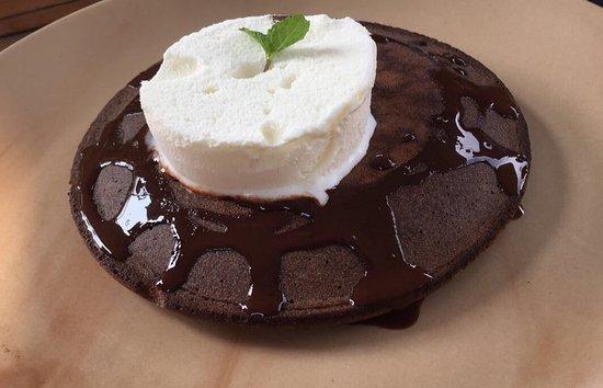 Honey Bee Bakery & Pizzeria: Chocolate pancake