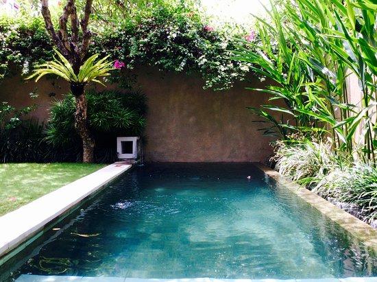 Uma Sapna: Private pool