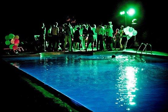 Montespertoli, Italy: Pool party