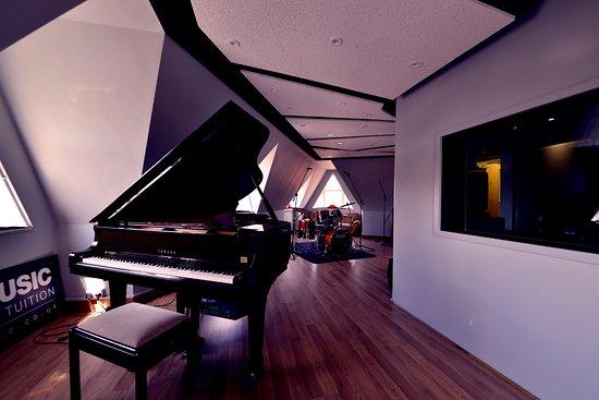 Hogan Music: Recording Studio